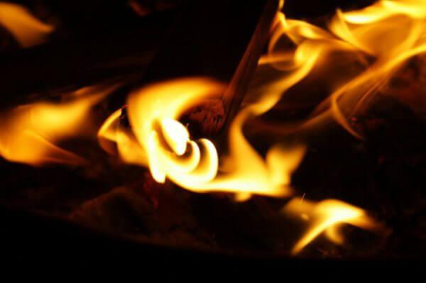 沖縄の風習に学ぶ、お金を燃やしてリッチになる方法?